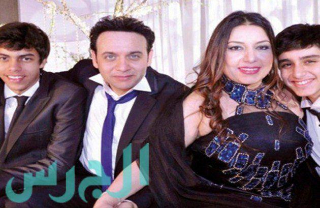 بالصور مصطفى قمر يحتفل بزوجته في حضور ابنيه مجلة الجرس