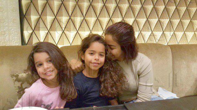 شيرين وابنتاها