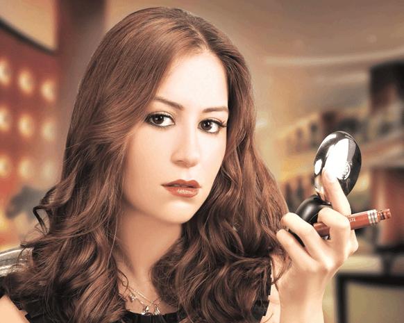 الممثلة المصرية منة شلبي