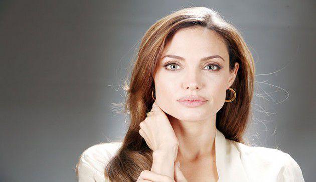 النجمة العالمية أنجلينا جولي