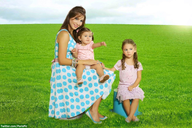 نانسي عجرم مع طفلتيها
