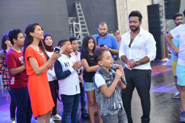 تامر حسني مع أطفال (ذا فويز كيدز)