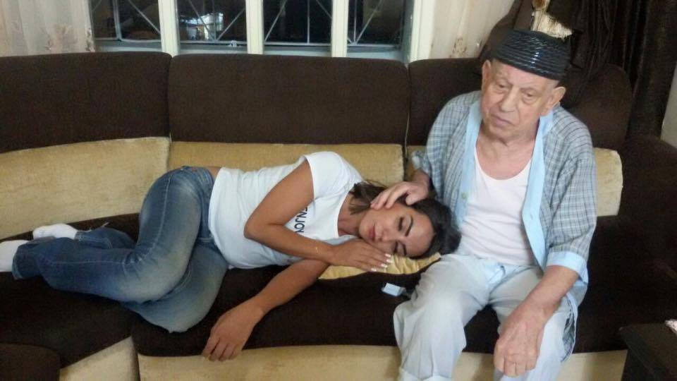 النجمة السورية أمل عرفة ووالدها سهيل