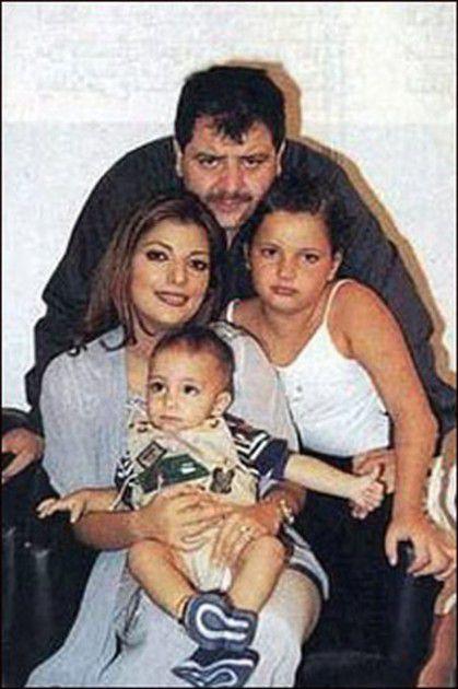 أيمن الذهبي مع زوجته أصالة وابنتهما شام وابنهما خالد