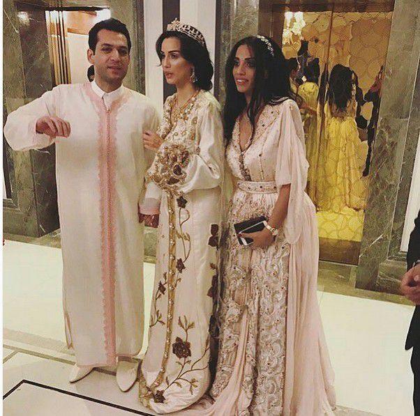 مراد يلدريم وزوجته إيمان الباني مع شقيقتها