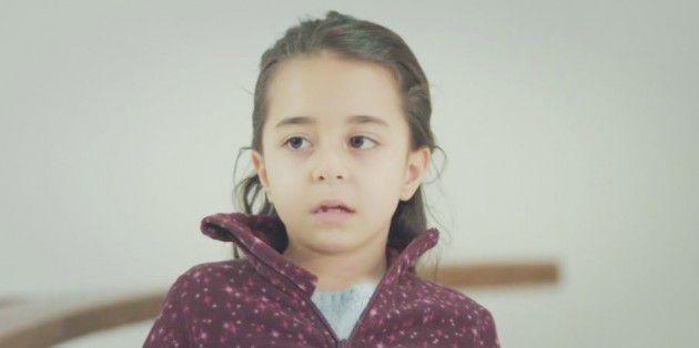 طفلة تركية تنتزع دموع الملايين