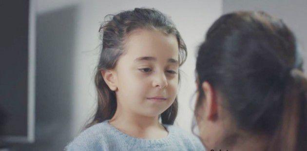 فتاة تركية أبكت العالم 0