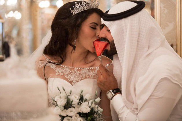 الفنانة العراقية مريم حسين ولقطة حميمية مع زوجها