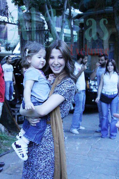 نانسي عجرم وضحكة من القلب مع ابنتها ميلا