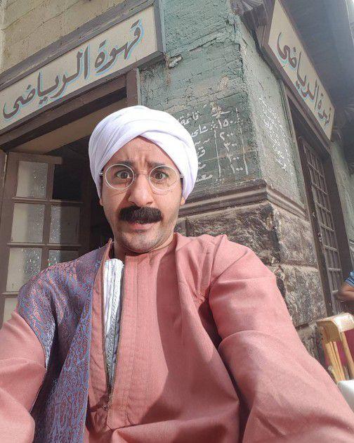 أحمد حلمي بالجلباب الفلاحي