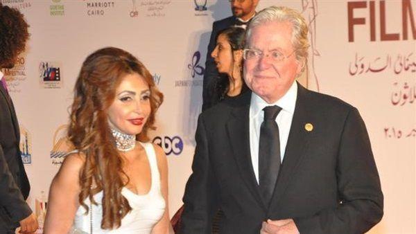 الفنان المصري حسين فهمي وزوجته السيدة رنا القصيبي