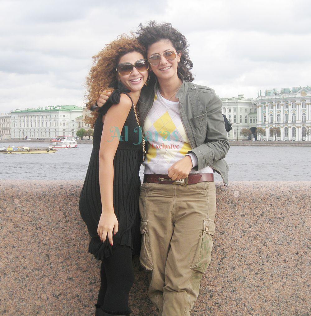 ميريام فارس وشقيقتها ومديرة أعمالهارلى (1)