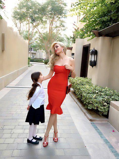 دومينيك حوراني برفقة ابنتها ديلارا