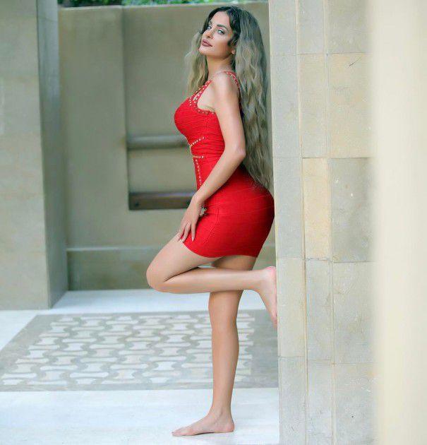 النجمة اللبنانية دومينيك حوراني بفستان أحمر قصير
