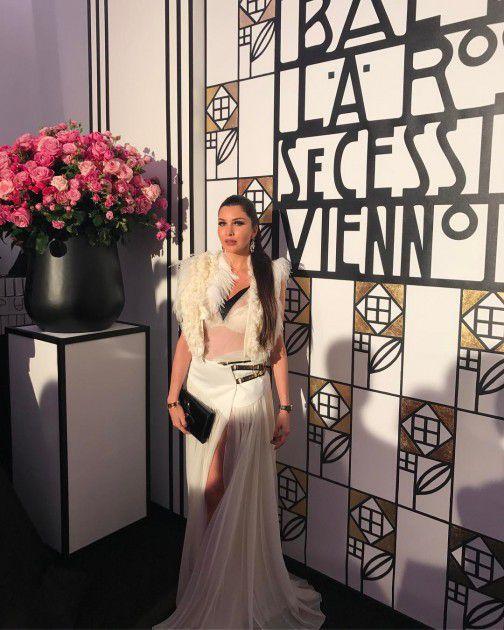 الفنانة اللبنانية لاميتا فرنجية بفستان شفاف