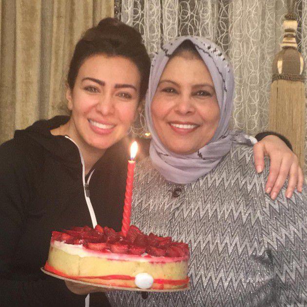 ميرهان حسين تحتفل بعيد الأم مع والدتها