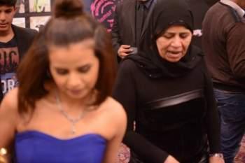 والدة منة عرفة تظهر في الصورة وهي غاضبة بشدة