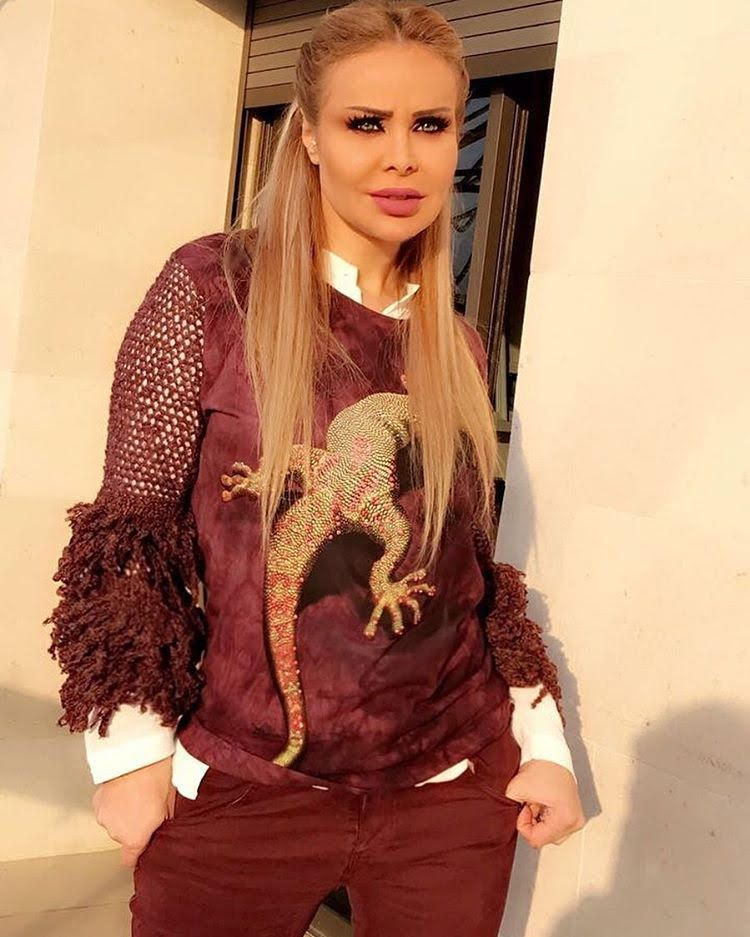 النجمة اللبنانية رولا سعد بإطلالة غريبة