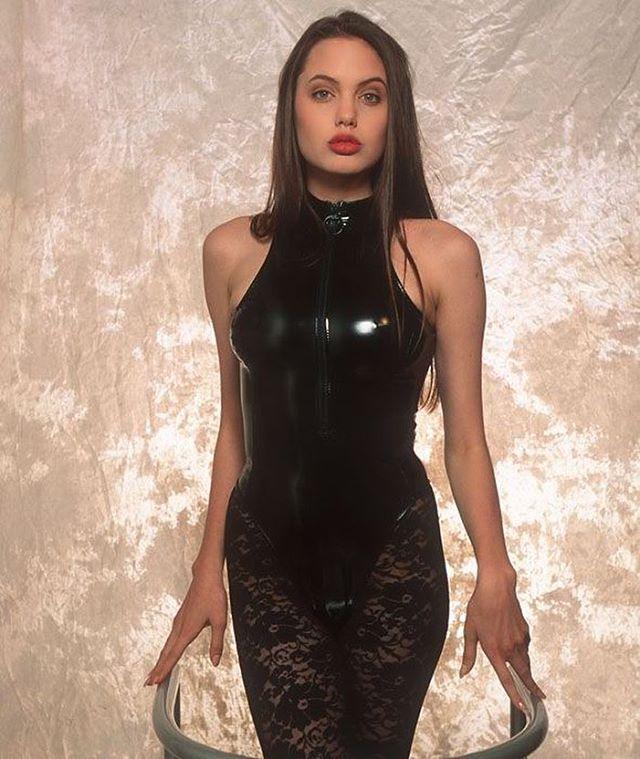 أنجلينا جولي في الـ 16 عاماً