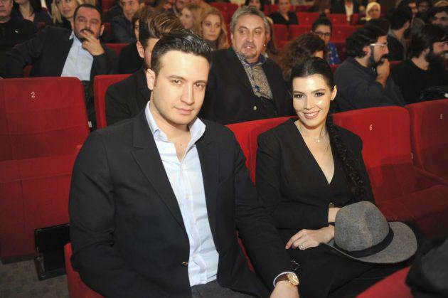 خديجة شنديل مع زوجها في افتتاح فيلم وهي في شهرعا الثاني