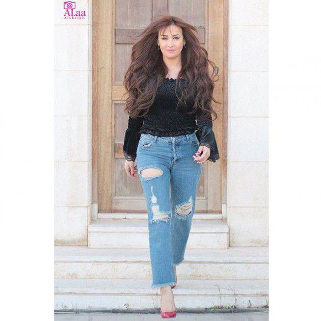 الممثلة كندة حنا ببنطال ممزق