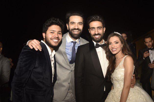 محمد شاهين وسراج مع العروسين
