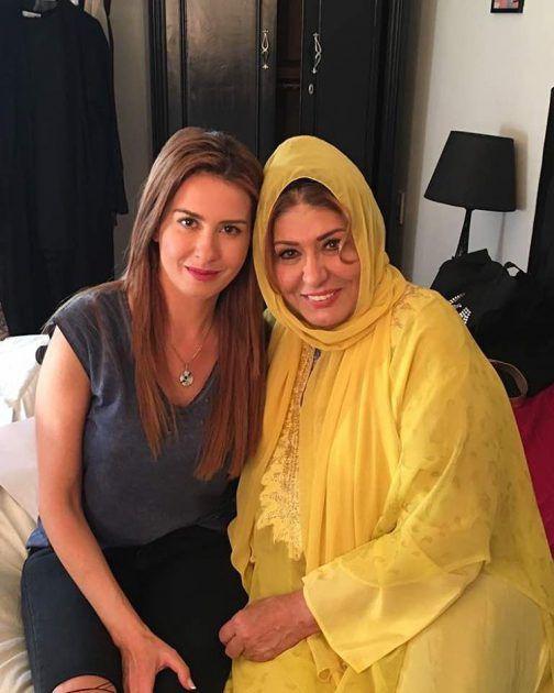 النجمة السورية ميسون أبو أسعد برفقة الفنانة المصرية سهير رمزي في كواليس المسلسل