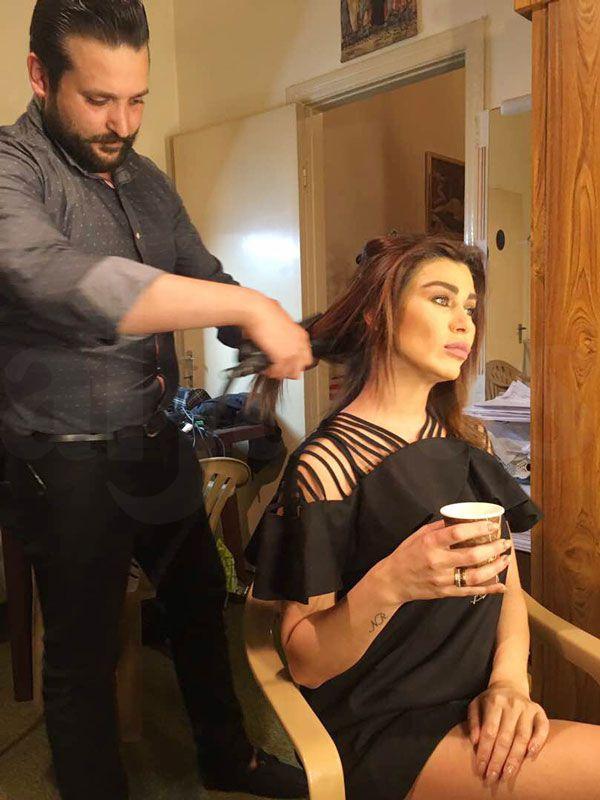 نادين تسرّح شعرها استعداداً لإستكمال مشاهدها المتبقية