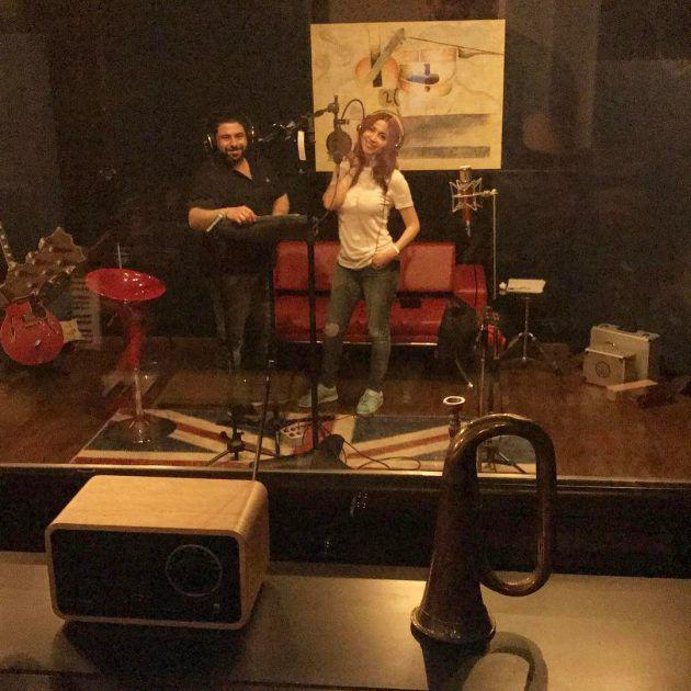 نسرين طافش في الإستديو، حيث سجلت أغنية جديدة بعنوان (نظرة لعيني) من ألبومها الغنائي الأول