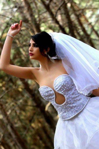 فستان زفاف عرض في الكرنفال