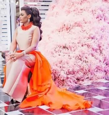 المغنية السعودية وعد بفستان برتقالي