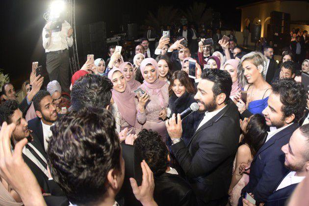 تامر حسني يحيي حفل زفاف كارمن سليمان