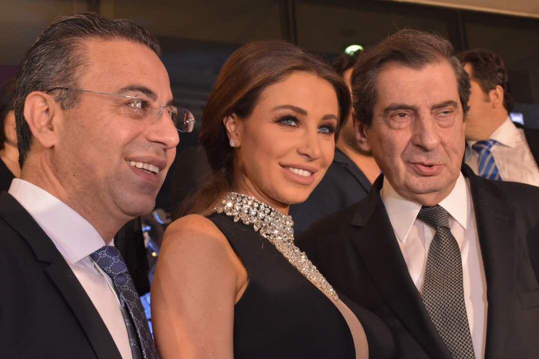 صورة تذكارية جمعت بين نائب رئيس مجلس النواب السابق إيلي فرزلي وأنابيلا هلال ود. نادر صعب والابتسامة رافقتهم
