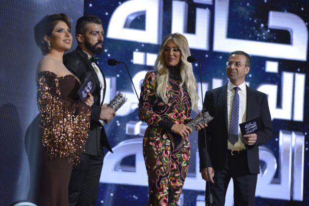 النجمة اللبنانية مايا دياب تسلمت جائزة أفضل فيديو كليب (سبع أرواح).