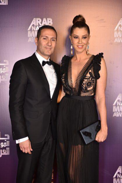 الإعلامية اللبنانية كارلا حداد وزوجها الإعلامي والفممثل طوني أبو جودة