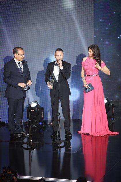 حسام حبيب يلقي كلمته وإلى جانبه الإعلامية المغربية مريم سعيد