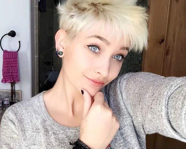 باريس مايكل جاكسون ابنة المطرب الراحل مايكل جاكسون
