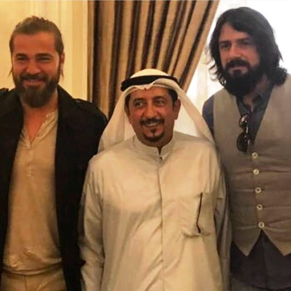 بطلا (قيامة أرطغرل) مع شيخ مسؤول في الكويت