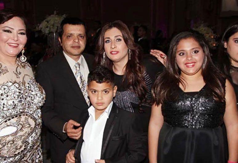 محمد هنيدي مع زوجته السورية