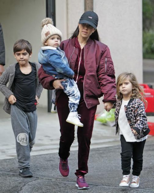 كوتني كارداشيان مع أطفالها