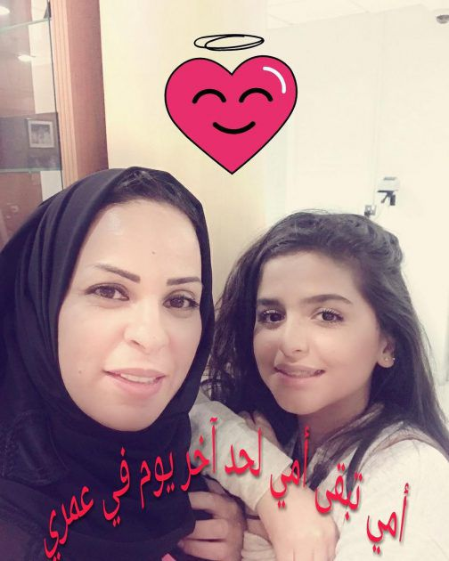 حلا الترك برفقة والدتها