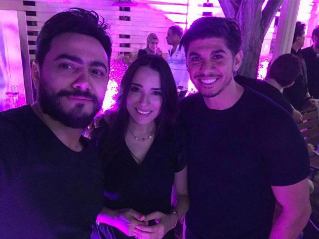 النجم المصري تامر حسني برفقة المطربة ساندي وزوجها