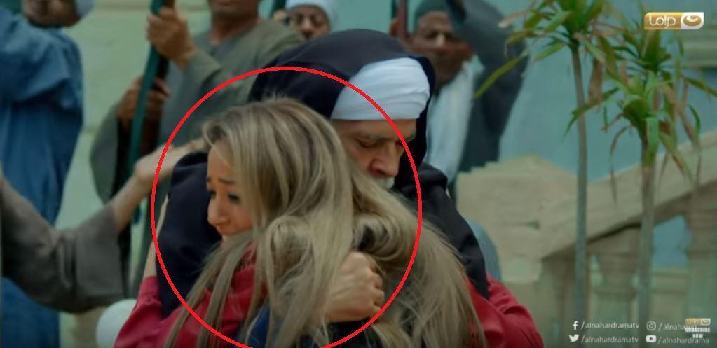 وصلت إلى والدها بعد أن مرت على الكوافير الذي صبغ شعرها لزوم الاحتفال بعودتها سالمة؟!