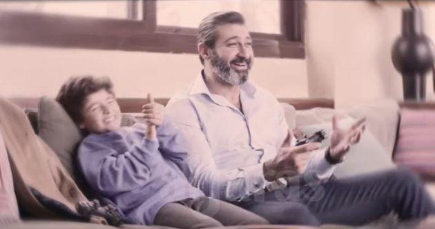 ياسر جلال حين دخل البيت ولم ير طفاه يتذكره بهذه المشاهد