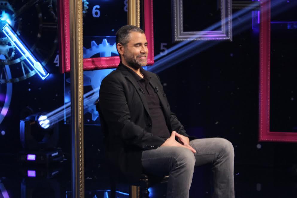 الفنان اللبناني يوري مرقدي من دون نظارات