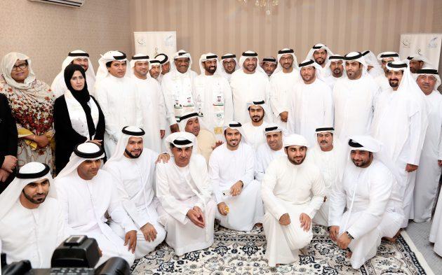 صورة جماعية للمشاركين والحضور