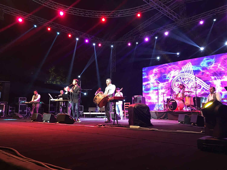 جمهور سعد طالبه بغناء (عم نام على الواقف) لأكثر من مرة