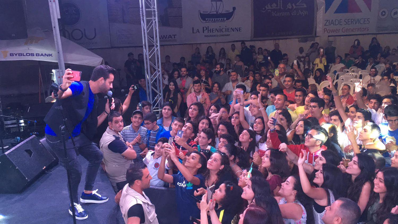سعد رمضان يغني وجمهوره يتفاعل معه