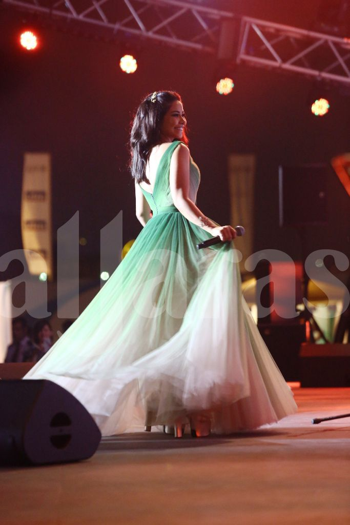 شيرين عبد الوهاب رقصت كالفراشة على المسرح