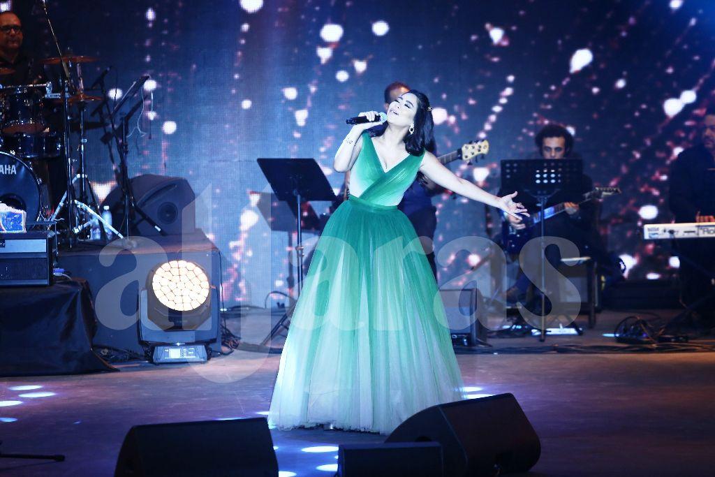 شيرين عبد الوهاب بدأت الغناء عند الساعة العاشرة مساءاً